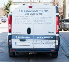 reklma-na-aucie-renault-trafic-5